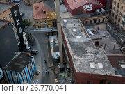 Купить «Вид сверху на центр дизайна и выставочный комплекс зданий Artplay в городе Москве, Россия», фото № 26770041, снято 17 августа 2017 г. (c) Николай Винокуров / Фотобанк Лори