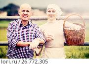 Two smiling farm workers taking a pause. Стоковое фото, фотограф Яков Филимонов / Фотобанк Лори