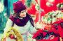 Girl buying floral compositions at Christmas fair, фото № 26773781, снято 22 августа 2017 г. (c) Яков Филимонов / Фотобанк Лори