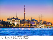 """Купить «Санкт-Петербург. Крейсер """"Аврора"""" на закате. Cruiser Aurora at sunset», фото № 26773925, снято 11 июля 2017 г. (c) Baturina Yuliya / Фотобанк Лори"""