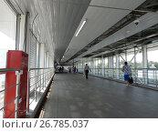 Купить «Пешеходный мост на станции «Владыкино» Московского центрального кольца (МЦК)», эксклюзивное фото № 26785037, снято 19 августа 2017 г. (c) lana1501 / Фотобанк Лори