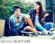 Купить «Phubbing: teenager ignore his friend», фото № 26811649, снято 25 марта 2019 г. (c) Яков Филимонов / Фотобанк Лори