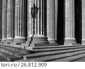 Купить «Колоннада Казанского собора, Санкт-Петербург», фото № 26812909, снято 15 августа 2017 г. (c) Зезелина Марина / Фотобанк Лори