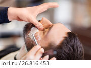 Купить «man and barber with straight razor shaving beard», фото № 26816453, снято 6 апреля 2017 г. (c) Syda Productions / Фотобанк Лори