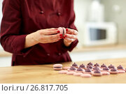 Купить «chef sandwiching macarons shells with cream», фото № 26817705, снято 8 мая 2017 г. (c) Syda Productions / Фотобанк Лори