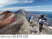 Купить «Группа туристов идет по тропе на вершине Авачинского вулкана», фото № 26819125, снято 18 августа 2018 г. (c) А. А. Пирагис / Фотобанк Лори