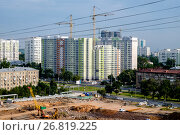 Купить «Москва, Академический район, строительство жилых домов по программе реновации жилого фонда», фото № 26819225, снято 13 августа 2017 г. (c) glokaya_kuzdra / Фотобанк Лори