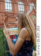 Купить «Красивая девушка фотографирует мобильным телефоном на площади Революции в Москве», эксклюзивное фото № 26831353, снято 20 июля 2017 г. (c) Елена Коромыслова / Фотобанк Лори