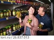 Купить «Couple among the shelves with cucumbers», фото № 26837013, снято 20 июня 2019 г. (c) Яков Филимонов / Фотобанк Лори