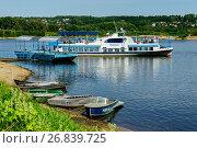 Купить «Калужская область, город Таруса, причал для прогулочных катеров на Оке», фото № 26839725, снято 25 июля 2016 г. (c) glokaya_kuzdra / Фотобанк Лори