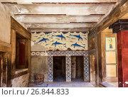 Купить «Кносский Дворец, фреска с изображением дельфинов, неизвестный художник, около 1800-1400 лет до нашей эры. Ираклион, Крит, Греция», фото № 26844833, снято 5 июня 2017 г. (c) Наталья Волкова / Фотобанк Лори