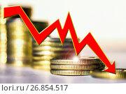 Купить «График падения на фоне столбиков монет», фото № 26854517, снято 9 апреля 2020 г. (c) Сергеев Валерий / Фотобанк Лори