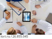 Купить «doctors with spine x-ray on tablet pc computer», фото № 26855045, снято 4 апреля 2017 г. (c) Syda Productions / Фотобанк Лори