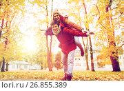 happy young couple having fun in autumn park. Стоковое фото, фотограф Syda Productions / Фотобанк Лори