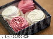 Купить «close up of zephyr or marshmallows in gift box», фото № 26855629, снято 8 мая 2017 г. (c) Syda Productions / Фотобанк Лори