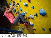 Купить «Teenage girl practicing rock climbing», фото № 26855905, снято 10 мая 2017 г. (c) Wavebreak Media / Фотобанк Лори