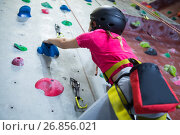 Купить «Teenage girl practicing rock climbing», фото № 26856021, снято 10 мая 2017 г. (c) Wavebreak Media / Фотобанк Лори