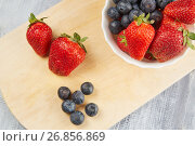 Strawberries, blueberries with yoghurt on a wooden background. Стоковое фото, фотограф Алексей Спирин / Фотобанк Лори