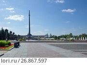 Купить «Мемориальный комплекс на Поклонной горе в Москве», фото № 26867597, снято 31 августа 2017 г. (c) Елена Коромыслова / Фотобанк Лори