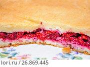 Купить «Пирог со свежей малиной», фото № 26869445, снято 23 июля 2017 г. (c) Алёшина Оксана / Фотобанк Лори