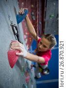 Купить «Determined teenage girl practicing rock climbing», фото № 26870921, снято 10 мая 2017 г. (c) Wavebreak Media / Фотобанк Лори