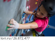 Купить «Determined teenage girl practicing rock climbing», фото № 26872477, снято 10 мая 2017 г. (c) Wavebreak Media / Фотобанк Лори