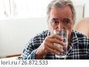 Купить «Senior man drinking water in nursing home», фото № 26872533, снято 28 апреля 2017 г. (c) Wavebreak Media / Фотобанк Лори
