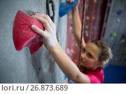 Купить «Determined teenage girl practicing rock climbing», фото № 26873689, снято 10 мая 2017 г. (c) Wavebreak Media / Фотобанк Лори