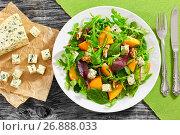 Купить «salad with persimmon slices, mix of lettuce leaves, blue cheese», фото № 26888033, снято 14 декабря 2017 г. (c) Oksana Zhupanova / Фотобанк Лори