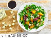 Купить «salad with persimmon slices, mix of lettuce leaves, blue cheese», фото № 26888037, снято 19 ноября 2017 г. (c) Oksana Zhupanova / Фотобанк Лори