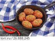 Купить «juicy delicious meat cutlets sprinkled with chili pieces», фото № 26888245, снято 16 июля 2018 г. (c) Oksana Zh / Фотобанк Лори