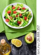 Купить «red fish, fresh lettuce, avocado, black olives salad», фото № 26888357, снято 19 февраля 2019 г. (c) Oksana Zh / Фотобанк Лори