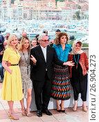 Купить «69th Cannes Film Festival - Jury - Photocall Featuring: Kirsten Dunst, Vanessa Paradis, George Miller, Valeria Golino, Katayoon Shahabi Where: Cannes, France When: 11 May 2016 Credit: WENN.com», фото № 26904273, снято 11 мая 2016 г. (c) age Fotostock / Фотобанк Лори