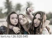 Купить «Girls threatening, Madrid, Spain», фото № 26920045, снято 3 апреля 2015 г. (c) age Fotostock / Фотобанк Лори