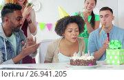 Купить «team greeting colleague at office birthday party», видеоролик № 26941205, снято 6 сентября 2017 г. (c) Syda Productions / Фотобанк Лори