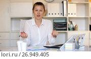 Portrait of female employee which is working in office. Стоковое видео, видеограф Яков Филимонов / Фотобанк Лори