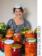 Cheerful housewife with homemade canned food. Стоковое фото, фотограф Володина Ольга / Фотобанк Лори