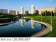 Купить «Москва, Марьино, Дюссельдорфский парк», фото № 26950097, снято 12 сентября 2017 г. (c) glokaya_kuzdra / Фотобанк Лори