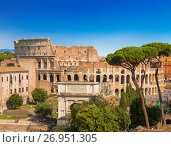 Купить «Вид на римский форум, арку Тита и колизей, Рим, Италия», фото № 26951305, снято 11 сентября 2017 г. (c) Наталья Волкова / Фотобанк Лори