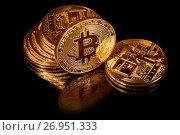 Купить «Золотые монеты криптовалюты Биткоин на черном фоне», фото № 26951333, снято 16 сентября 2017 г. (c) Николай Винокуров / Фотобанк Лори