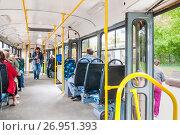 Купить «Открытые двери в салоне трамвая (МТТА-2) с пассажирами. Двери вагона с обеих сторон», эксклюзивное фото № 26951393, снято 15 сентября 2017 г. (c) Алёшина Оксана / Фотобанк Лори