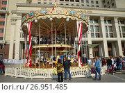 Купить «Празднование Дня города Москвы (870-летие). Детская карусель на Манежной площади», эксклюзивное фото № 26951485, снято 10 сентября 2017 г. (c) Елена Коромыслова / Фотобанк Лори