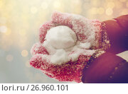 Купить «close up of woman holding snowball outdoors», фото № 26960101, снято 11 ноября 2016 г. (c) Syda Productions / Фотобанк Лори