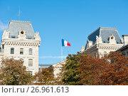 Купить «Французский флаг. Париж. Франция», фото № 26961613, снято 15 сентября 2017 г. (c) Екатерина Овсянникова / Фотобанк Лори