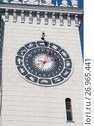 Купить «Часы на башне сочинского железнодорожного вокзала», эксклюзивное фото № 26965441, снято 12 сентября 2017 г. (c) Александр Щепин / Фотобанк Лори