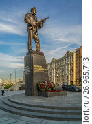 Купить «Памятник Михаилу Калашникову», эксклюзивное фото № 26965713, снято 20 сентября 2017 г. (c) Виктор Тараканов / Фотобанк Лори