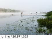 Купить «Летний пейзаж с рыбаками ловящими рыбу туманным утром», эксклюзивное фото № 26971633, снято 1 сентября 2017 г. (c) Игорь Низов / Фотобанк Лори