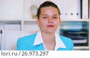 Portrait of female manager which is working in office. Стоковое видео, видеограф Яков Филимонов / Фотобанк Лори