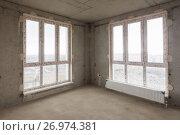 Купить «Витражные окна в комнате многоэтажного жилого дома», фото № 26974381, снято 3 июля 2020 г. (c) Иванов Алексей / Фотобанк Лори
