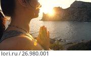 Купить «Praying Woman on Sunset», видеоролик № 26980001, снято 19 сентября 2017 г. (c) Илья Шаматура / Фотобанк Лори